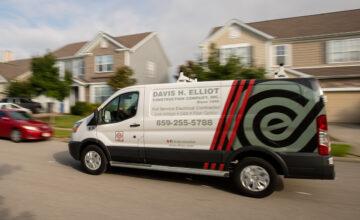ELLIOT-Services-hiring-electrician